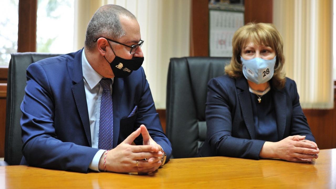Проф. д-р Любомира Попова и Димитър Николов от листата на ГЕРБ-СДС във В. Търново: 5% от БВП ще е за просвета