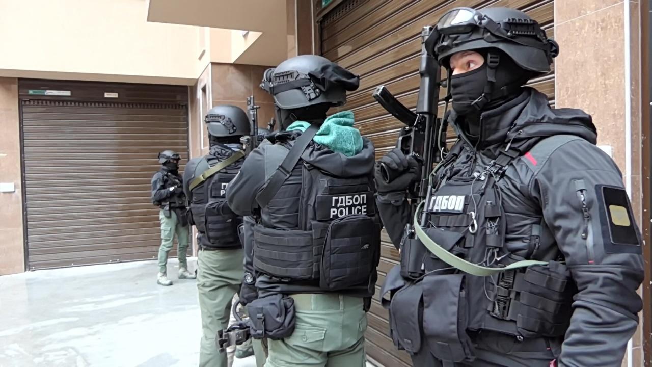 Нови арести по разбита ОПГ за мащабни измами за милиони