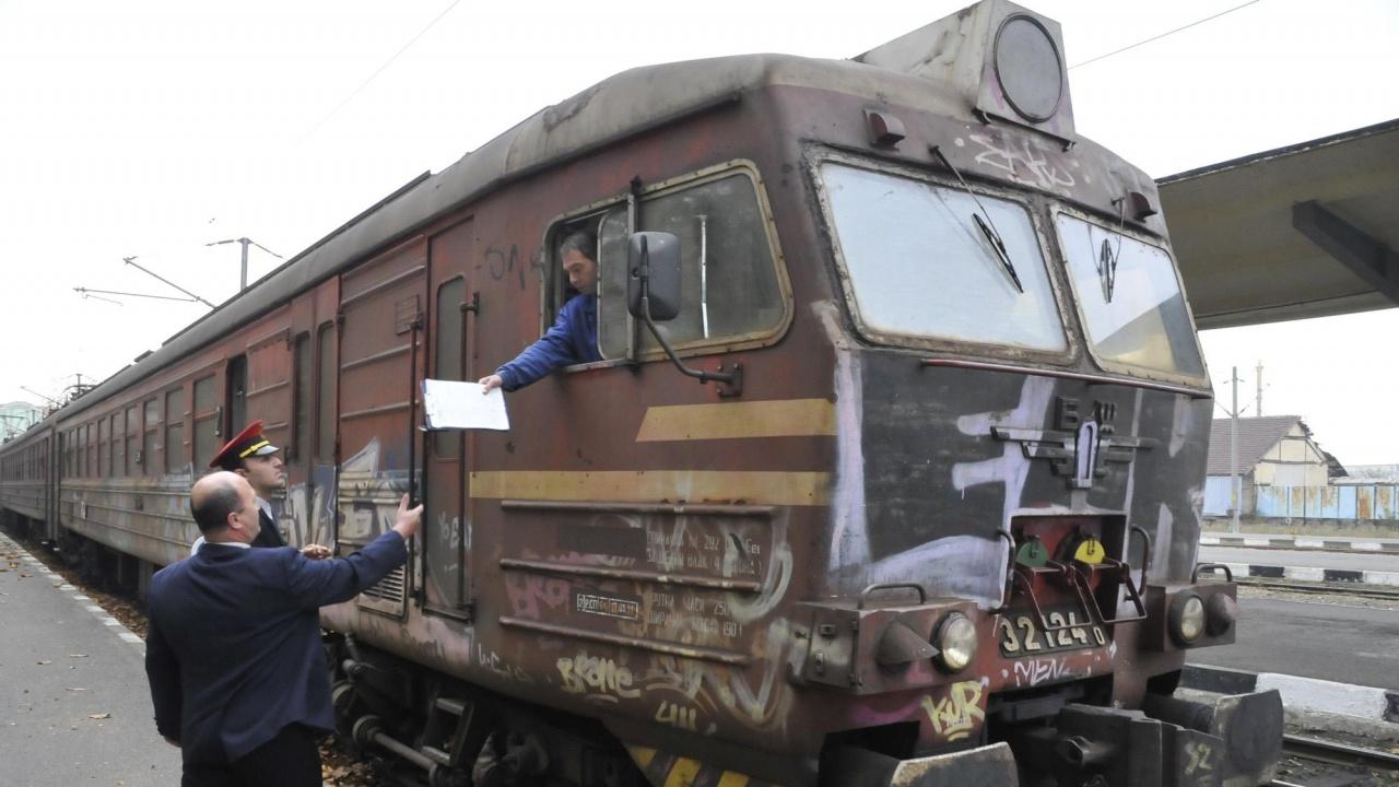 Три влака бяха обект на вандализъм в рамките на няколко часа