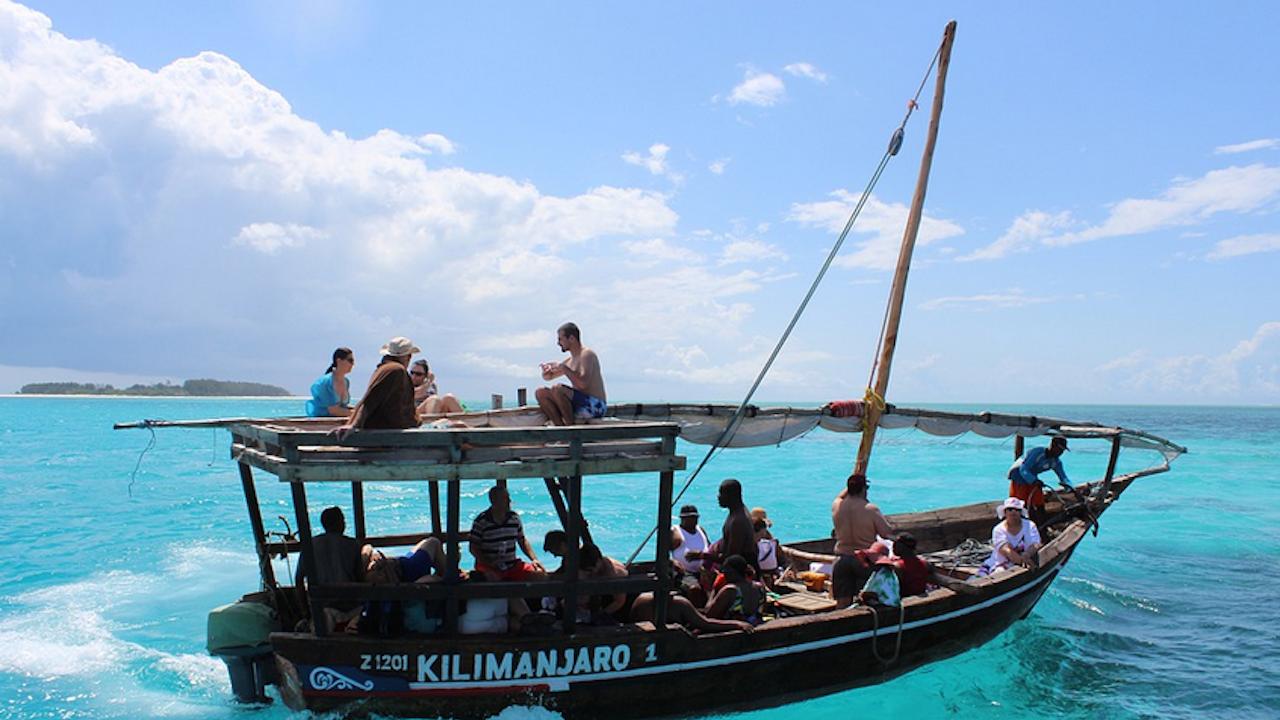 Занзибар въведе строги правила и солени глоби за туристите