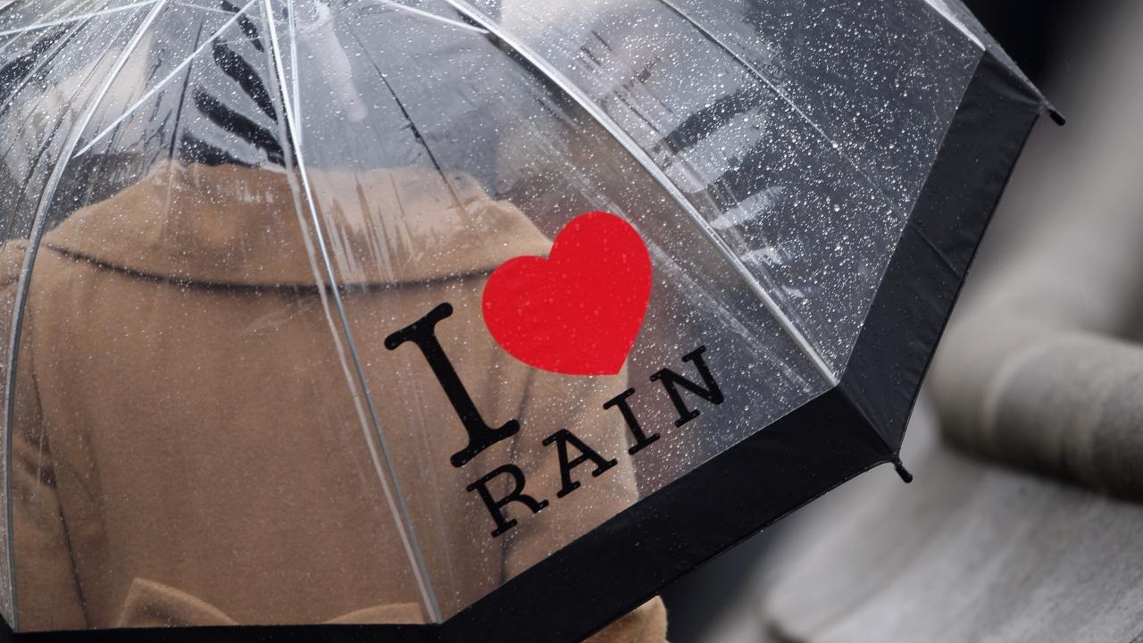 Времето остава предимно облачно и дъждовно