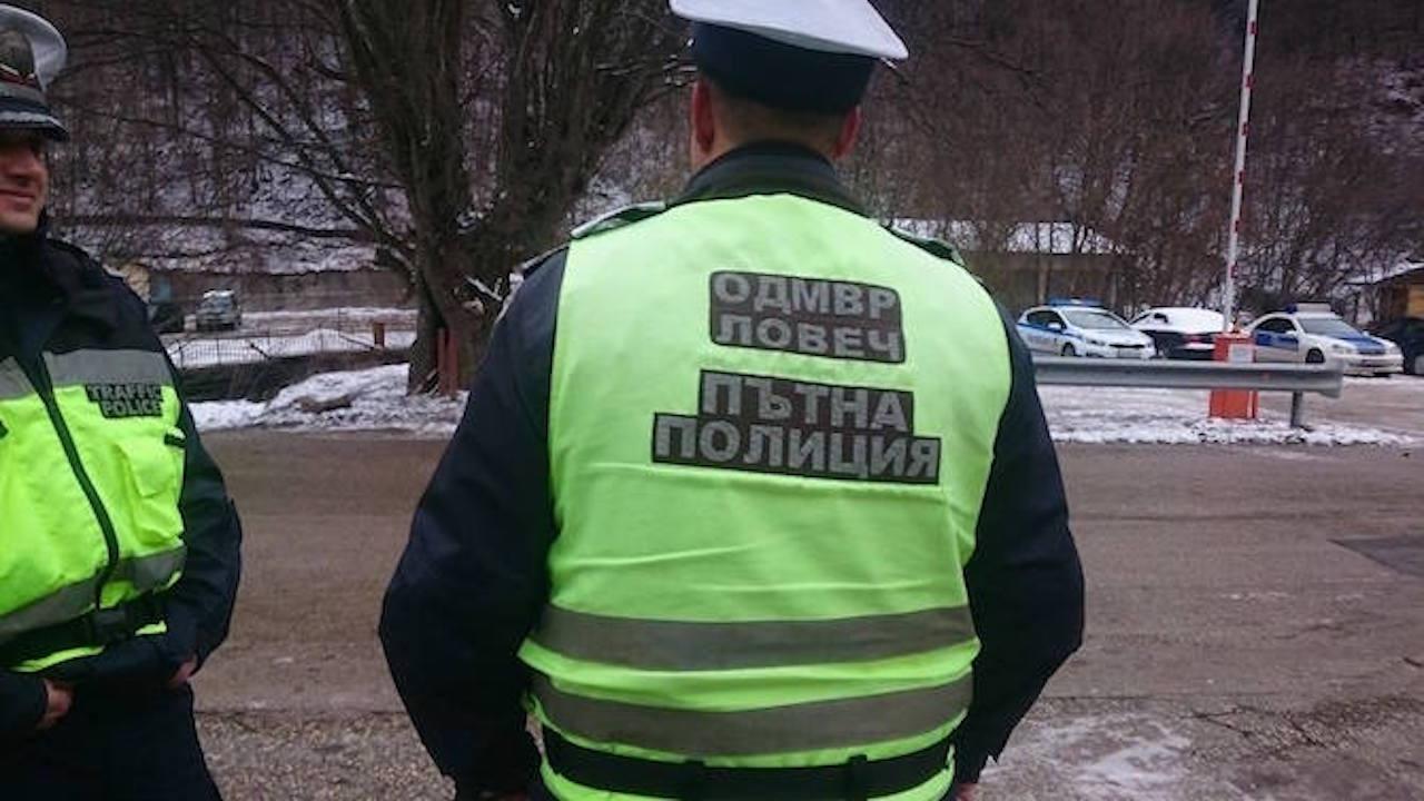 Водач на автомобил отказа да изпълни полицейско разпореждане и си спретна гонка с униформените