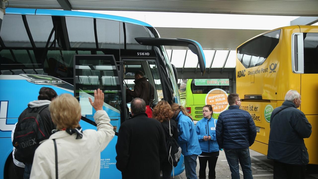 Българин с COVID-19 пропътува Европа в пълен автобус преди да го заловят