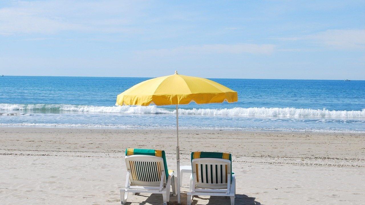 БХРА: Чадърите и шезлонгите на плажа трябва да са безплатни!