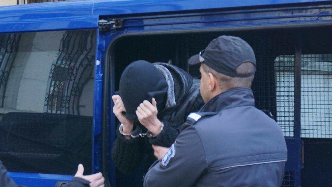 Джигитът от Казанлък, заради когото наказват полицаи, е активист на БСП