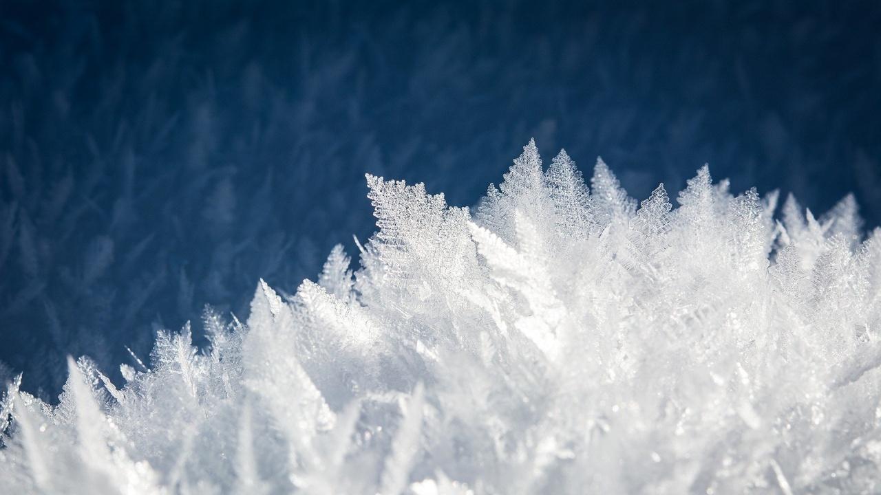 Оранжев код за значителни валежи от сняг в 8 области на страната