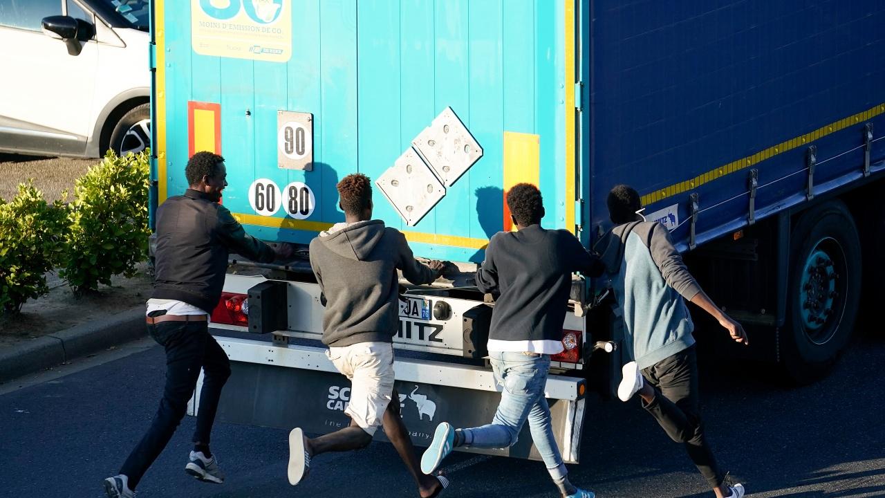Камион с нелегални мигранти се преобърна в Хърватия, има загинали