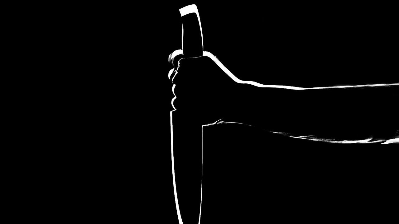Крими тип заплаши управителя на бившата си фирма с нож