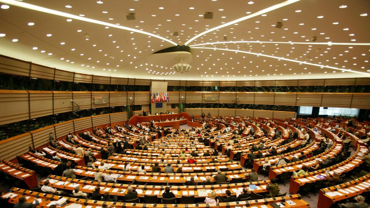 Критикуват България в ЕП чрез поправки в евродоклада за Скопие