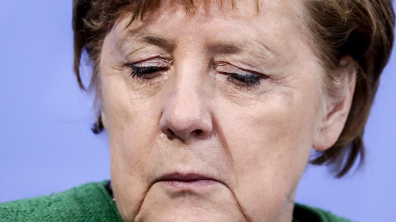 """Германската """"автомобилна среща на върха"""" с участието на канцлера Меркел даде малко резултати"""