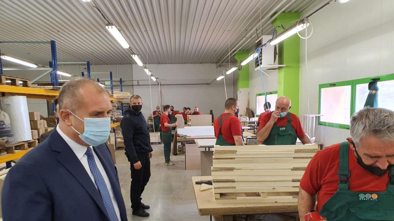 Румен Радев: Необходима е адекватна държавна политика, която реално да достига до засегнатия малък и среден бизнес