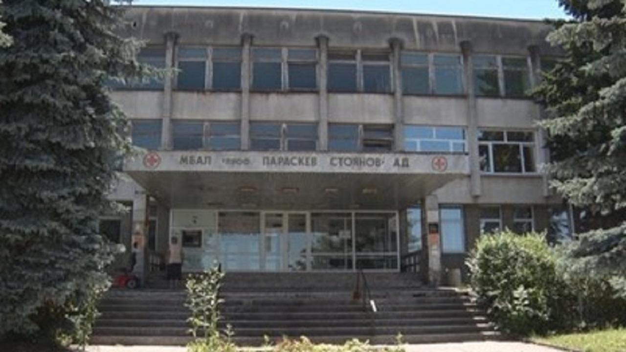 Кметът на Ловеч командирова осем медицински специалисти в местната държавна болница