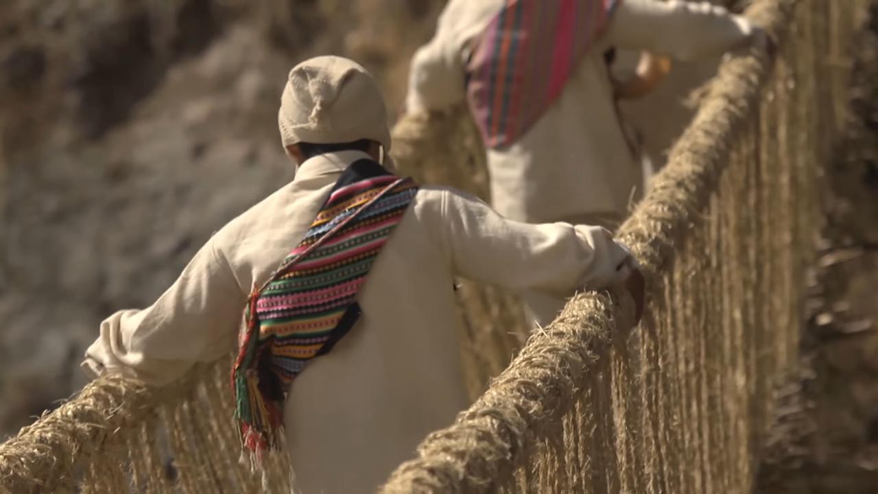 Последният въжен мост от времето на инките рухна заради COVID-19