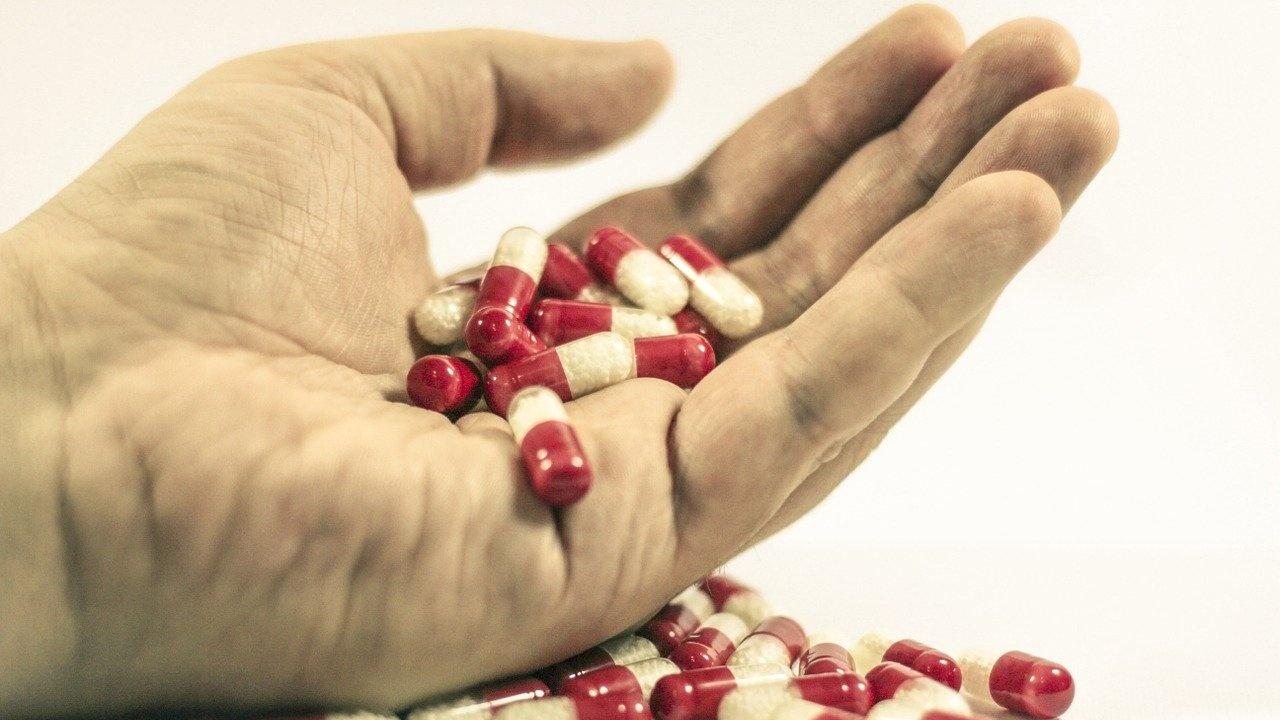 """Наблюдава се """"тиха епидемия"""" от пристрастяване към лекарства у възрастните хора"""
