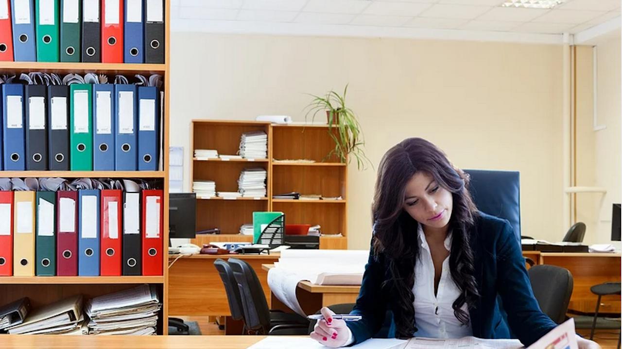 Мнозинството от българите смятат, че в бизнеса трябва да има повече жени на ръководни позиции