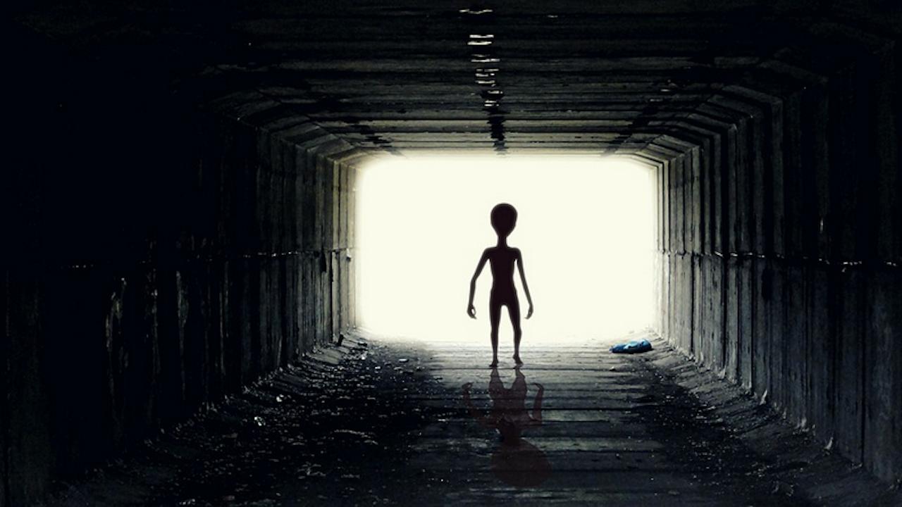 Извънземни отвлекли мъж и му казали как ще загине човечеството