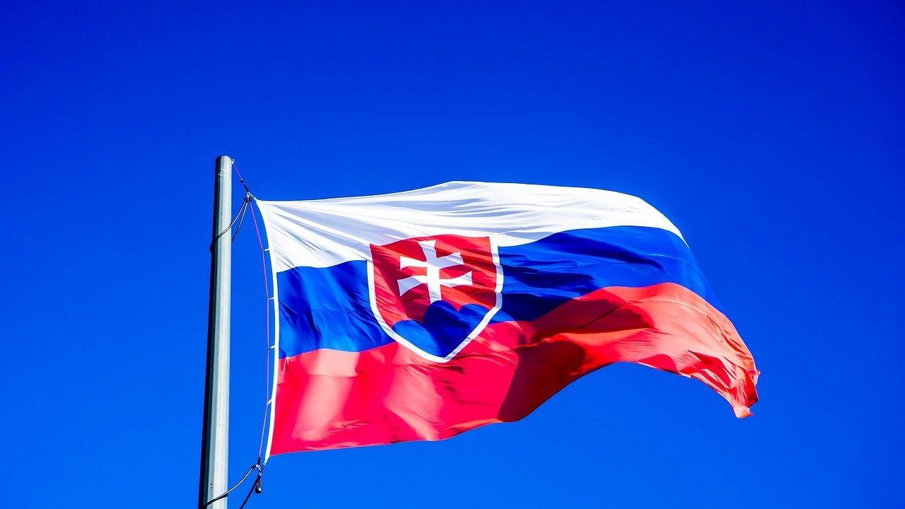 """EA Daily: Коалицията в Словакия се разпадна заради """"Спутник V"""""""
