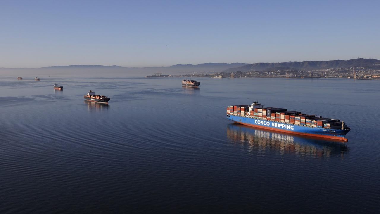 Вятърът не е основната причина за засядането на контейнеровоза в Суецкия канал