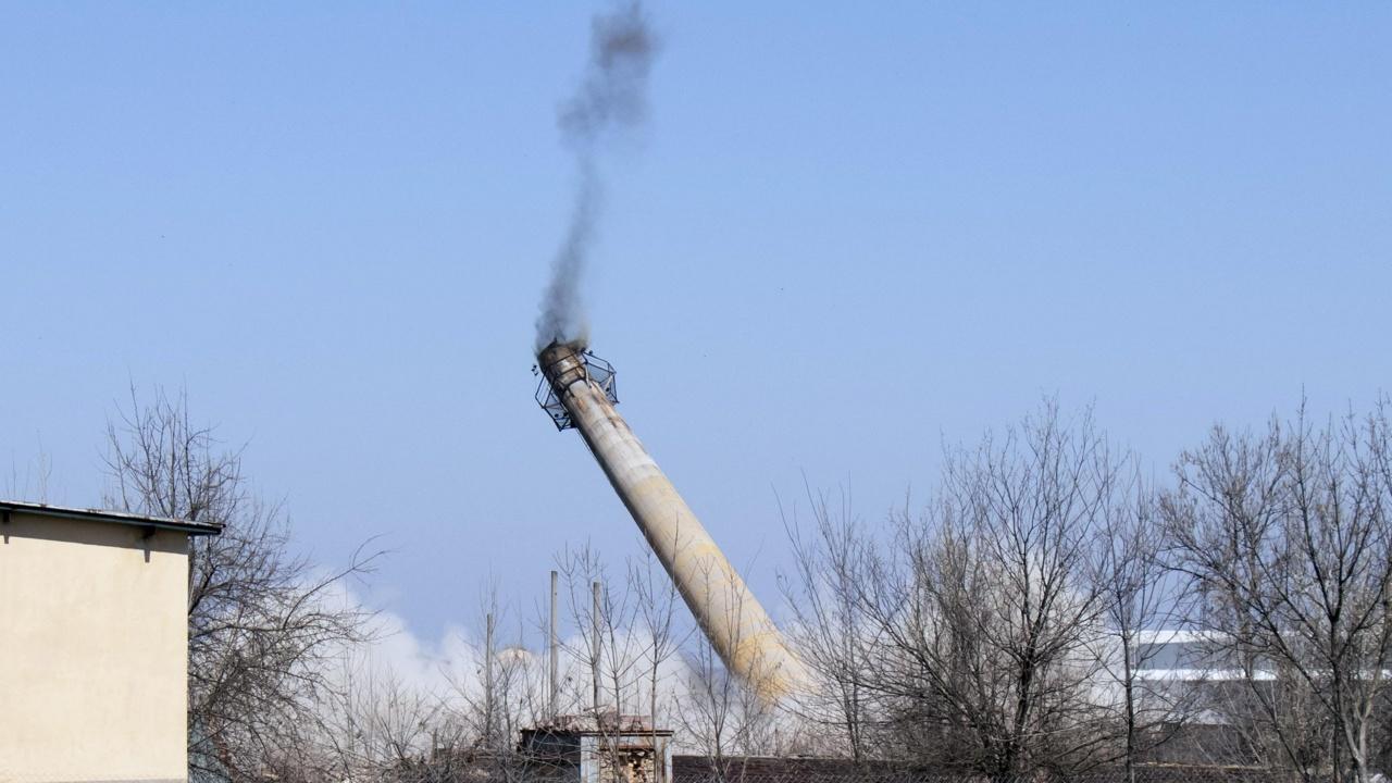 Взривиха 53-метров комин в Монтана