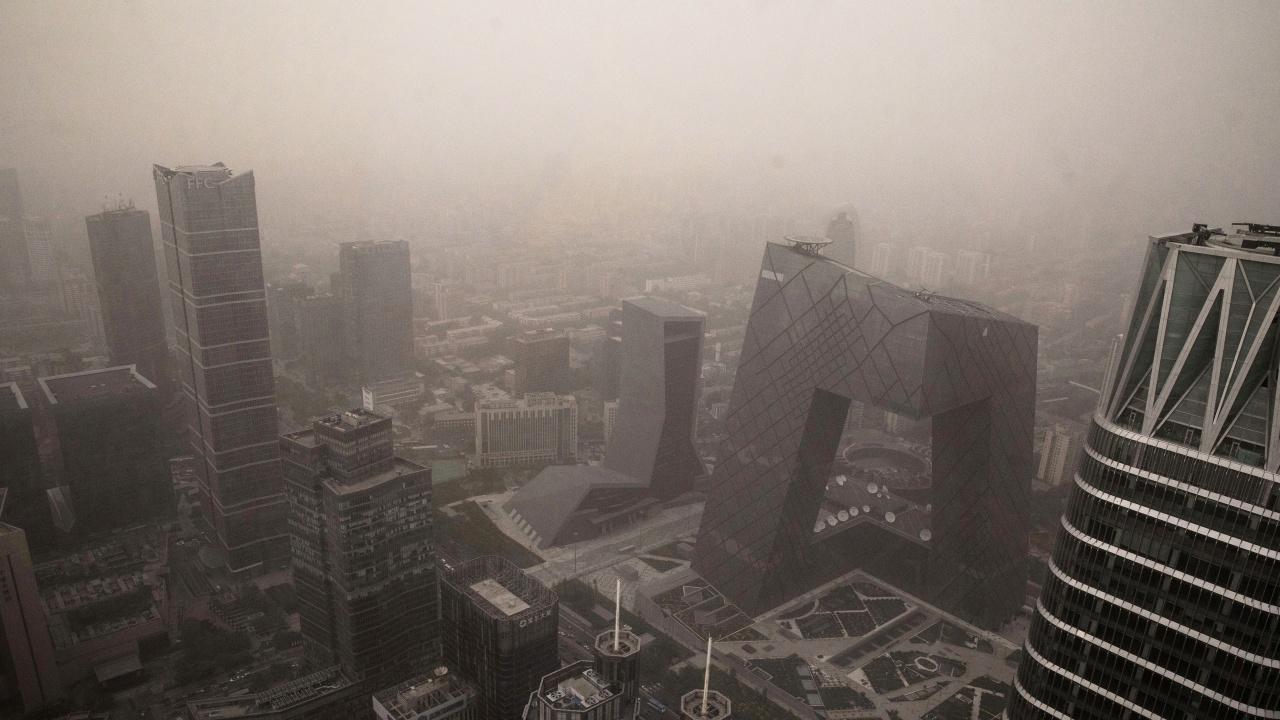 Пекин е обхванат от пясъчна буря за втори път за две седмици