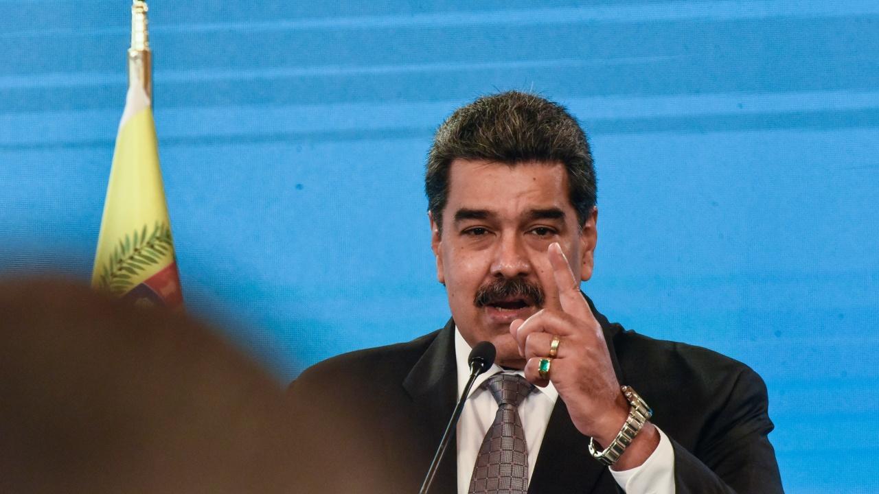 """Венецуелският президент Мадуро предлага """"петрол срещу ваксини"""""""