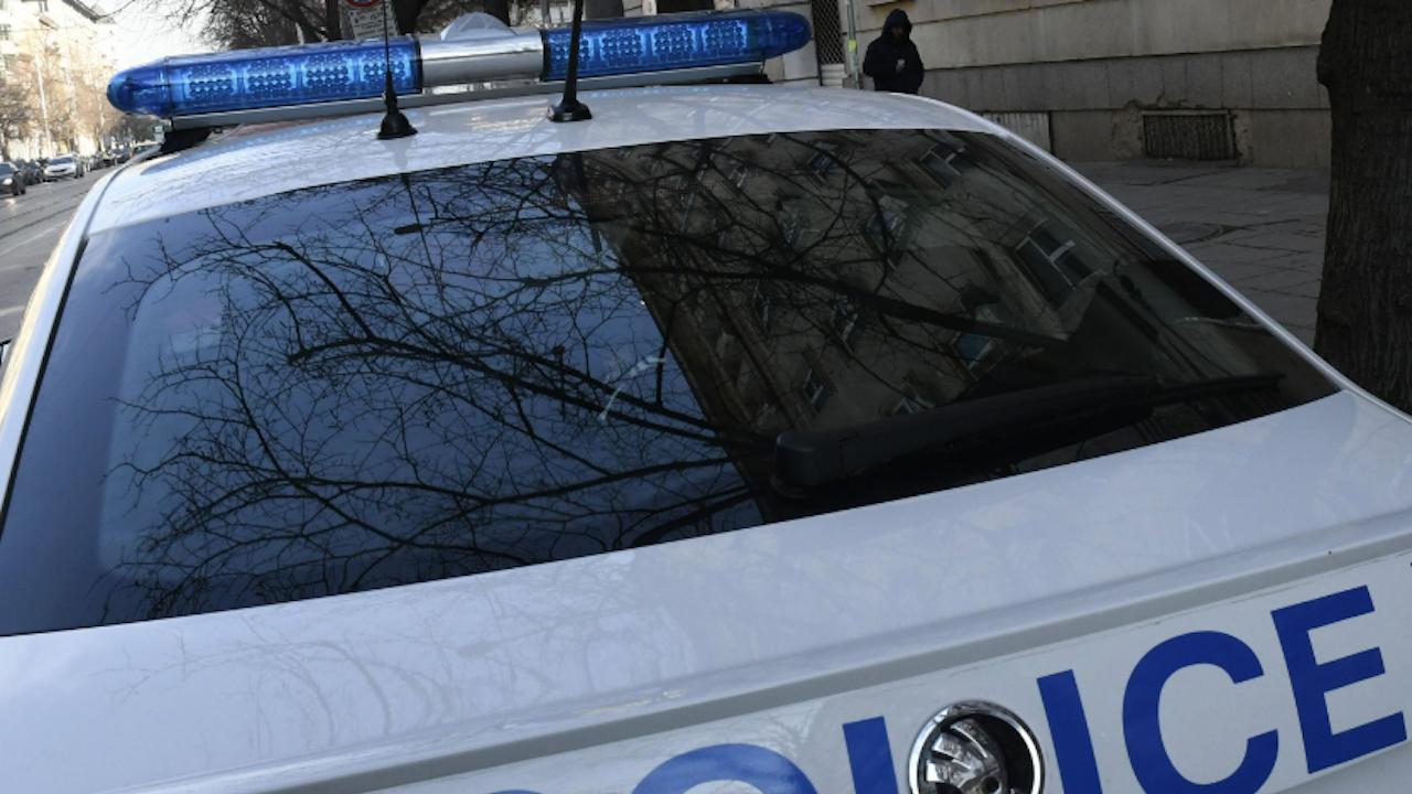"""Сливенски полицаи са задържали """"муле"""" на телефонни измамници"""
