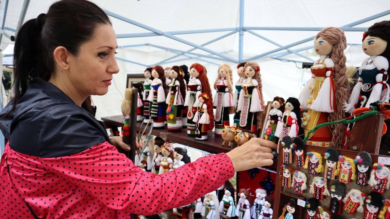 """""""Изчезващи занаяти"""" представиха ученици от Търговище в международен проект"""