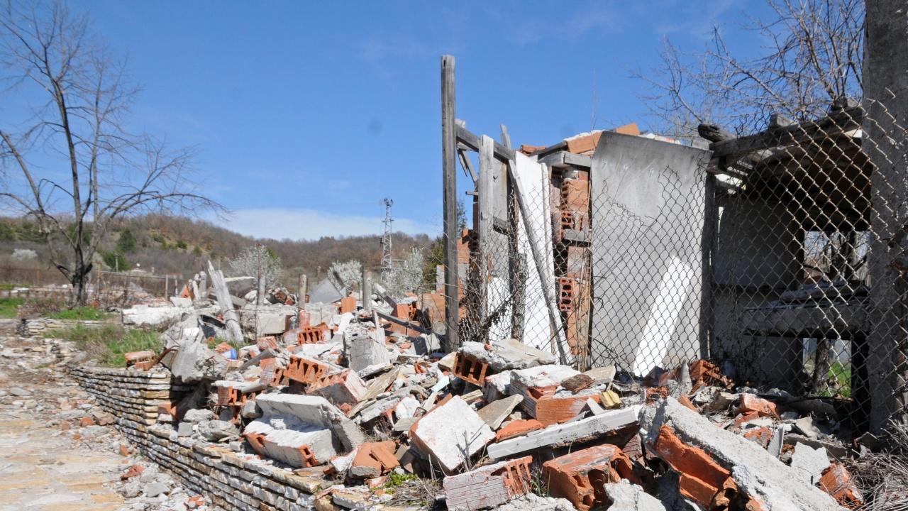 Служители на община Видин започнаха премахването на опасни сгради, опасни за здравето и живота на гражданите