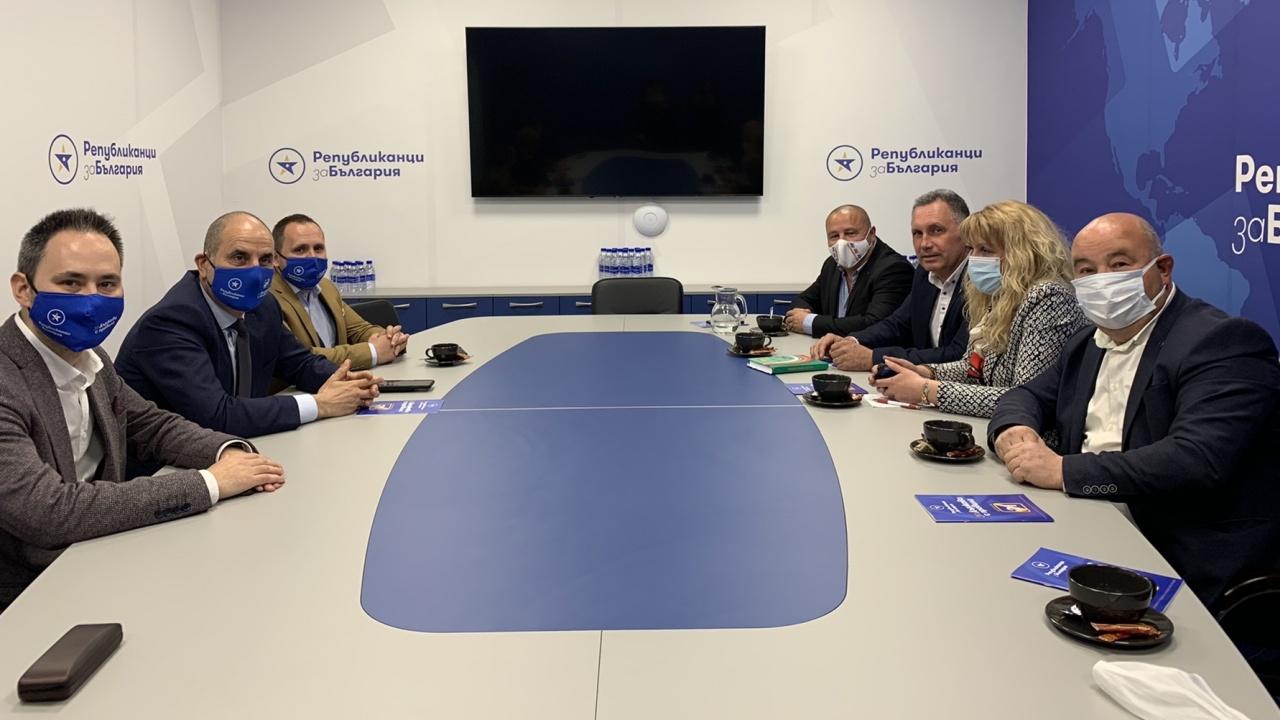 Цветанов проведе среща с Националното сдружение на кметове на кметства в Република България