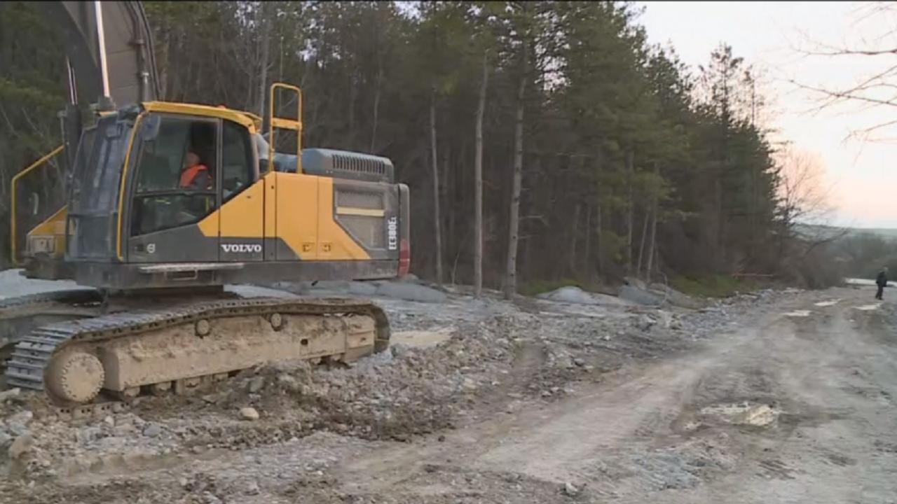 """Разчистват бетона, изсипан в гора край магистрала """"Хемус"""""""