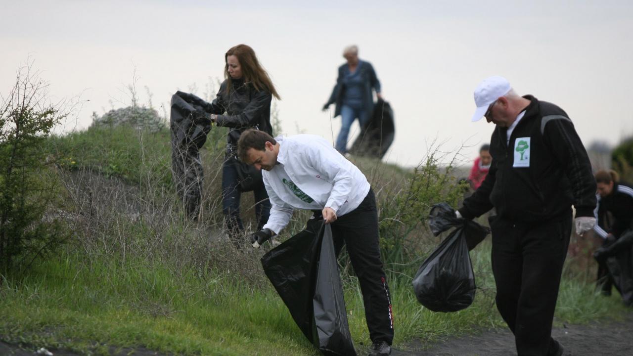 Над петнадесет тона отпадъци са събрани в акция по почистване на река Места край Белица