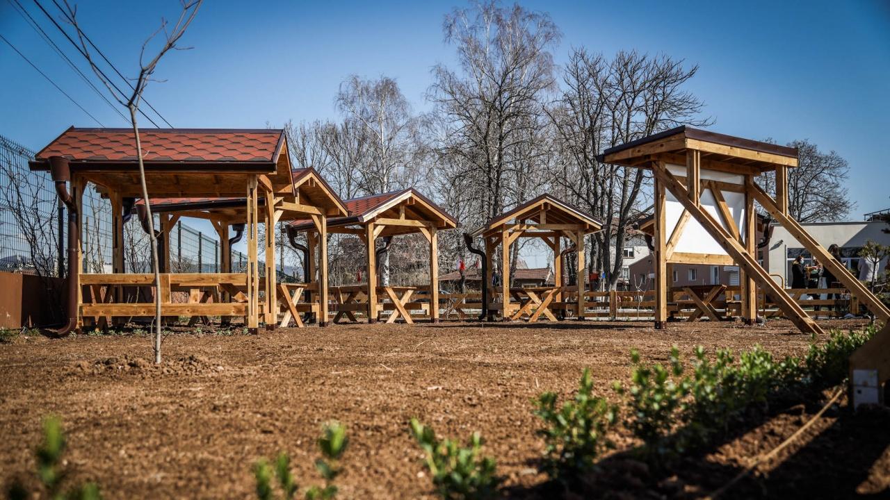 Класни стаи на открито ще посрещнат децата от 171 Основно училище в Нови Искър
