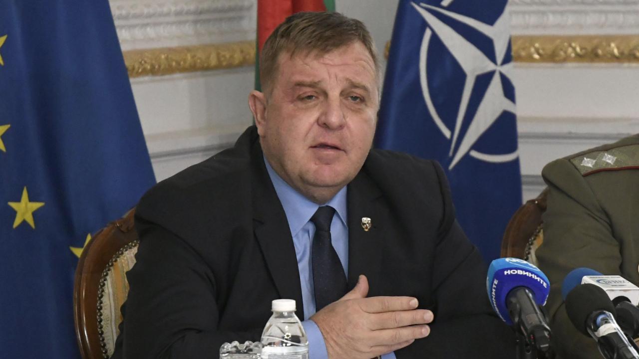"""Каракачанов към Скопие: Не търсете скандала другаде, при Вас е, """"колеги"""", и е огромен, европейски"""