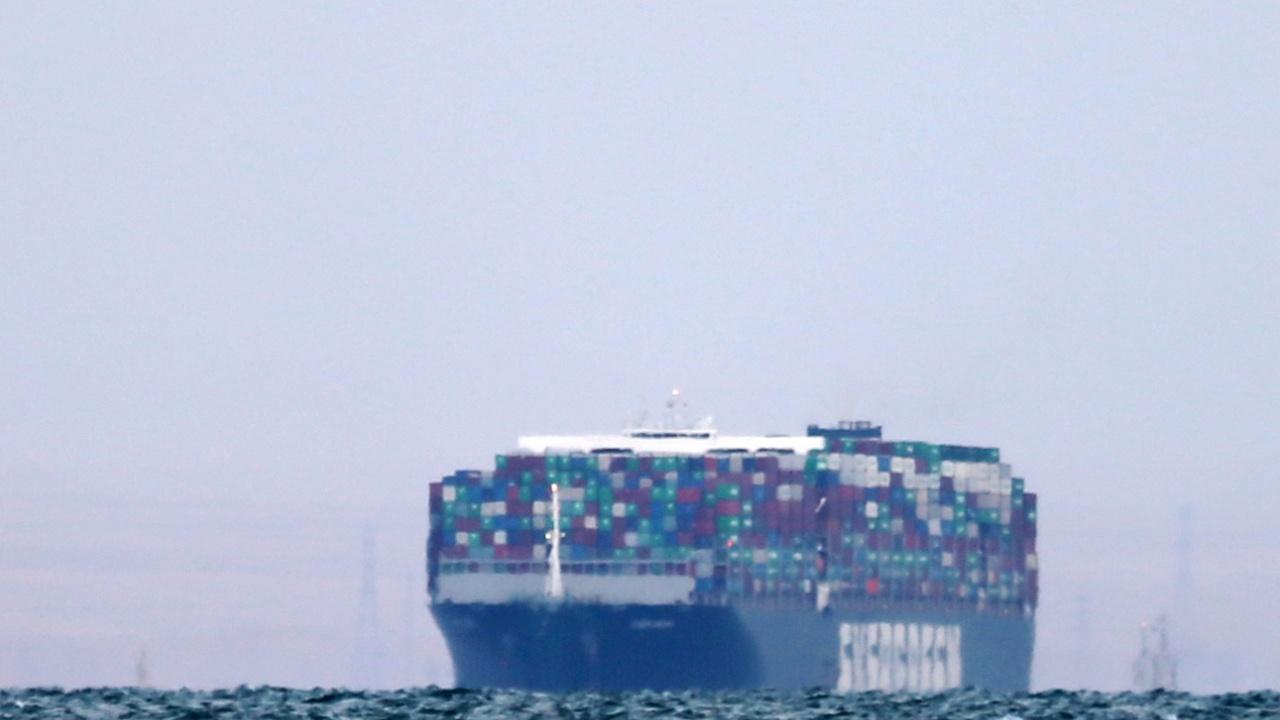 Заседналият кораб в Суецкия канал е имал странен еротичен маршрут