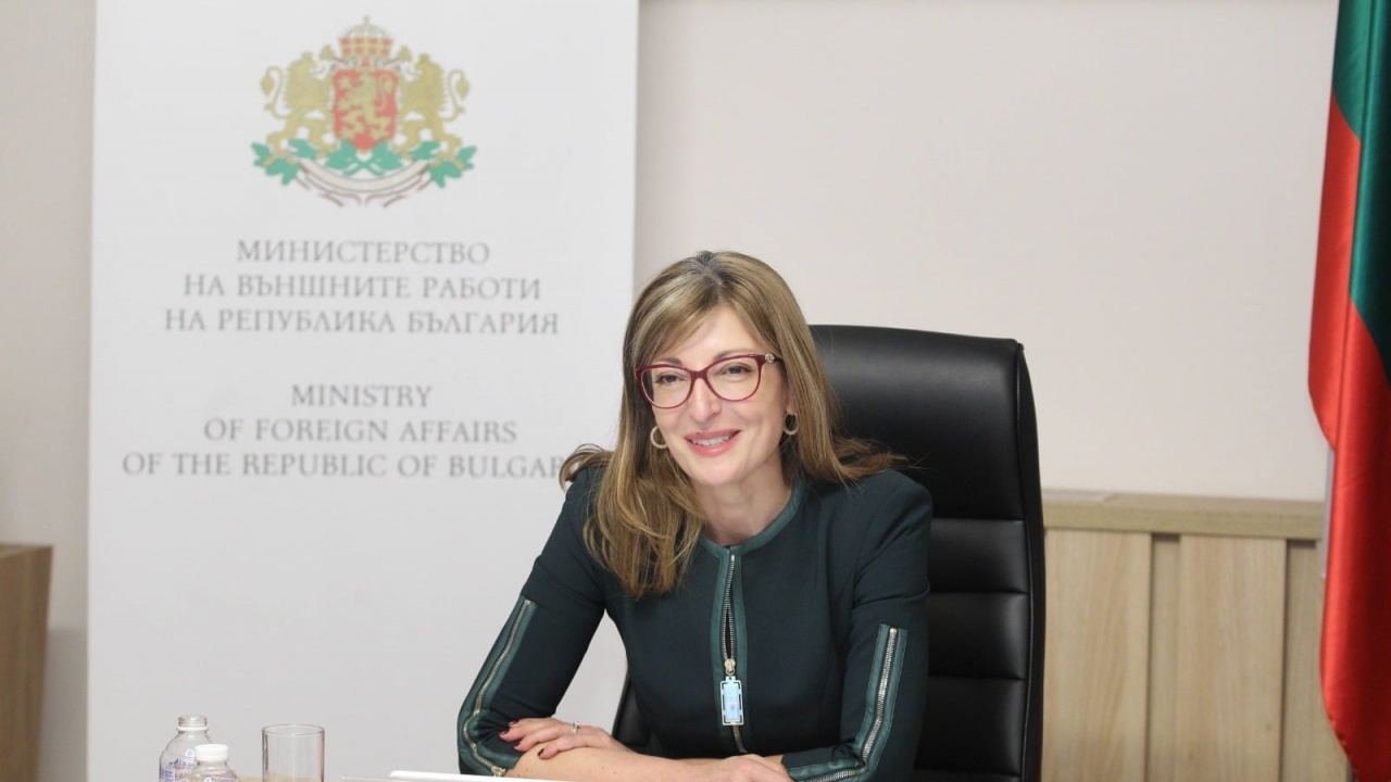Екатерина Захариева проведе телефонен разговор със словенския министър на външните работи Анже Логар