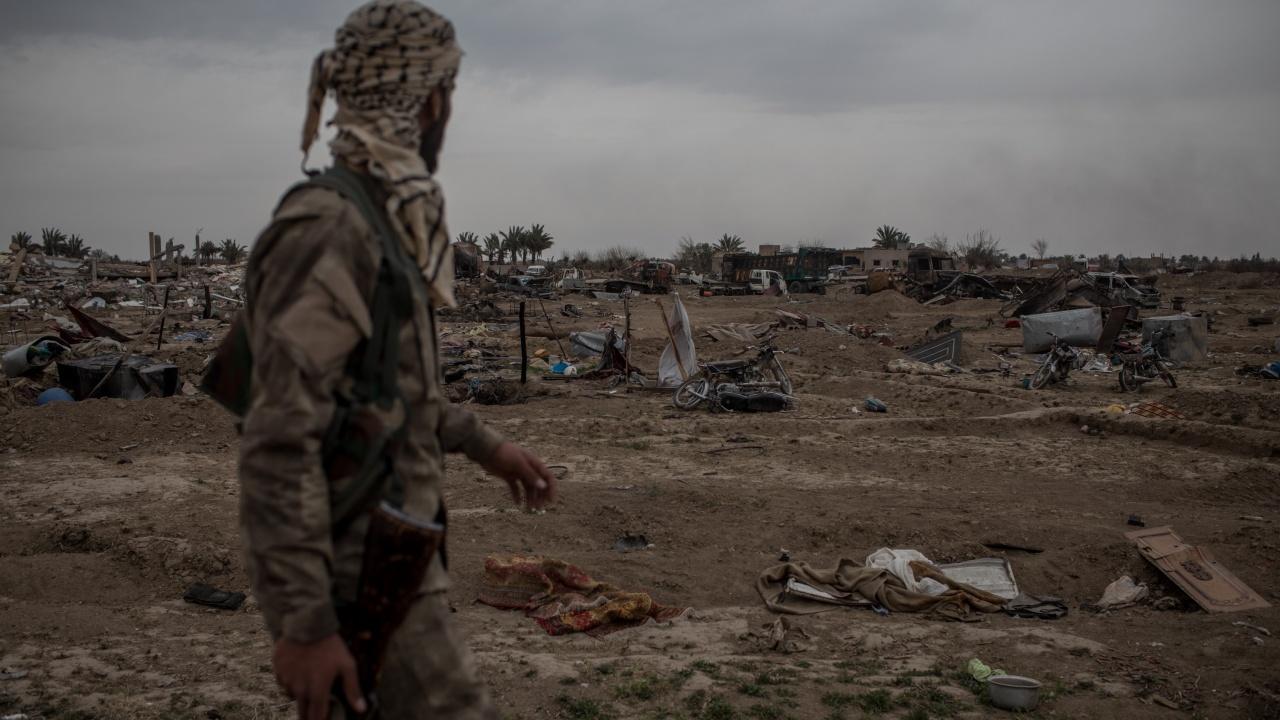 """Силите на сирийските кюрди арестували 42-ма души в лагера""""Ал Хол"""""""