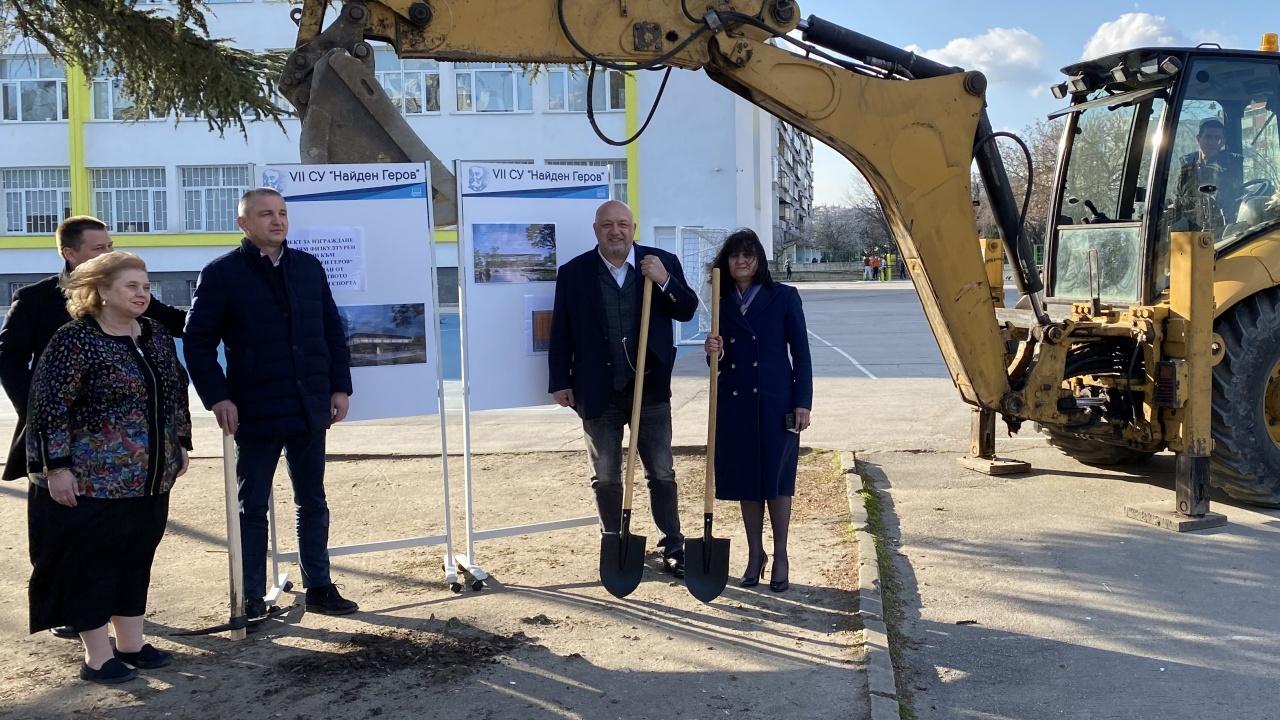 """Красен Кралев даде старт на строителството на  физкултурен салон в VII СУ """"Найден Геров"""" – Варна"""