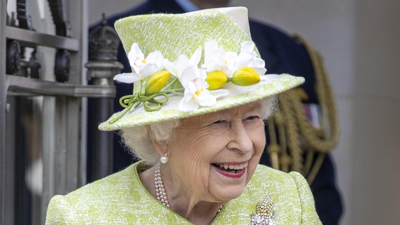 Кралица Елизабет Втора посети мемориала на ВВС в Рънимийд
