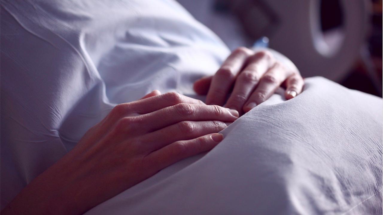 В болницата в Добрич лекуват 33-годишна родилка с COVID-19