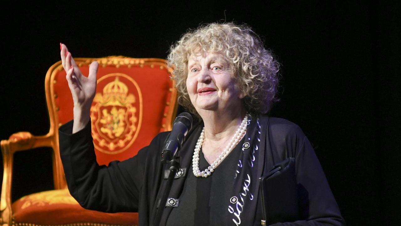 Татяна Лолова вече има табелка на специално място в салона на Сатиричния театър
