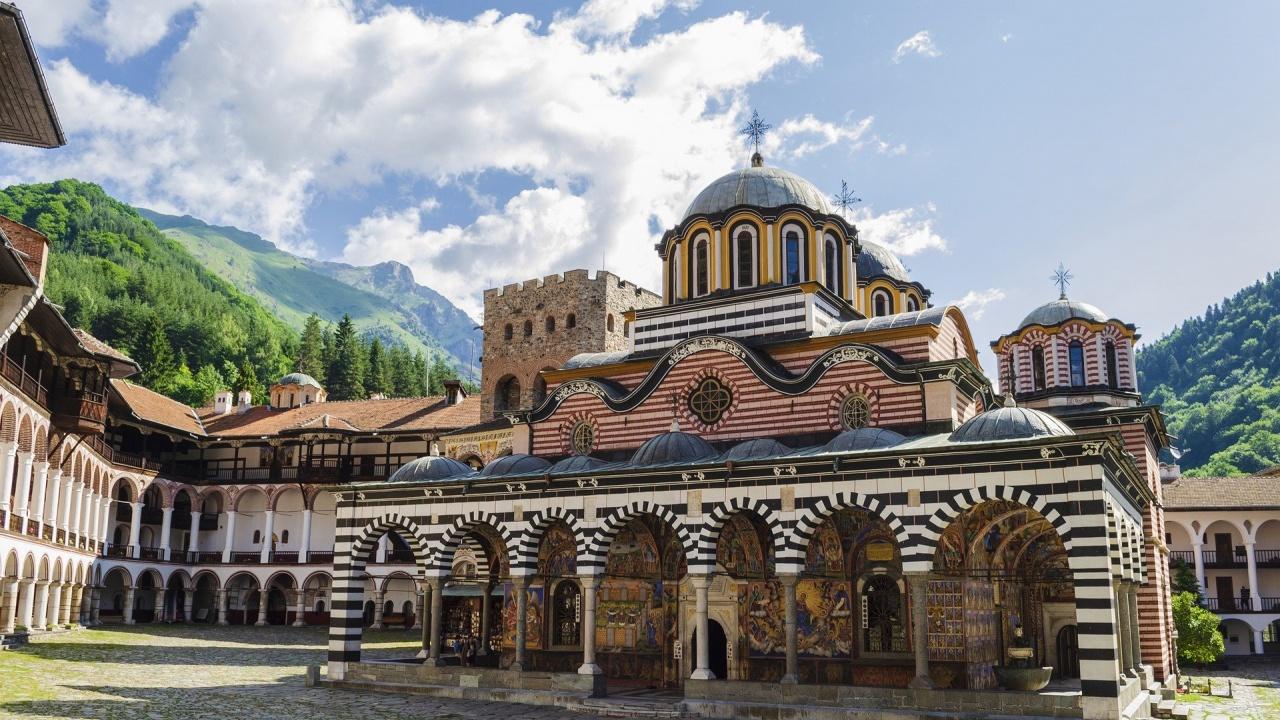 Пускат движението по пътя за Рилския манастир