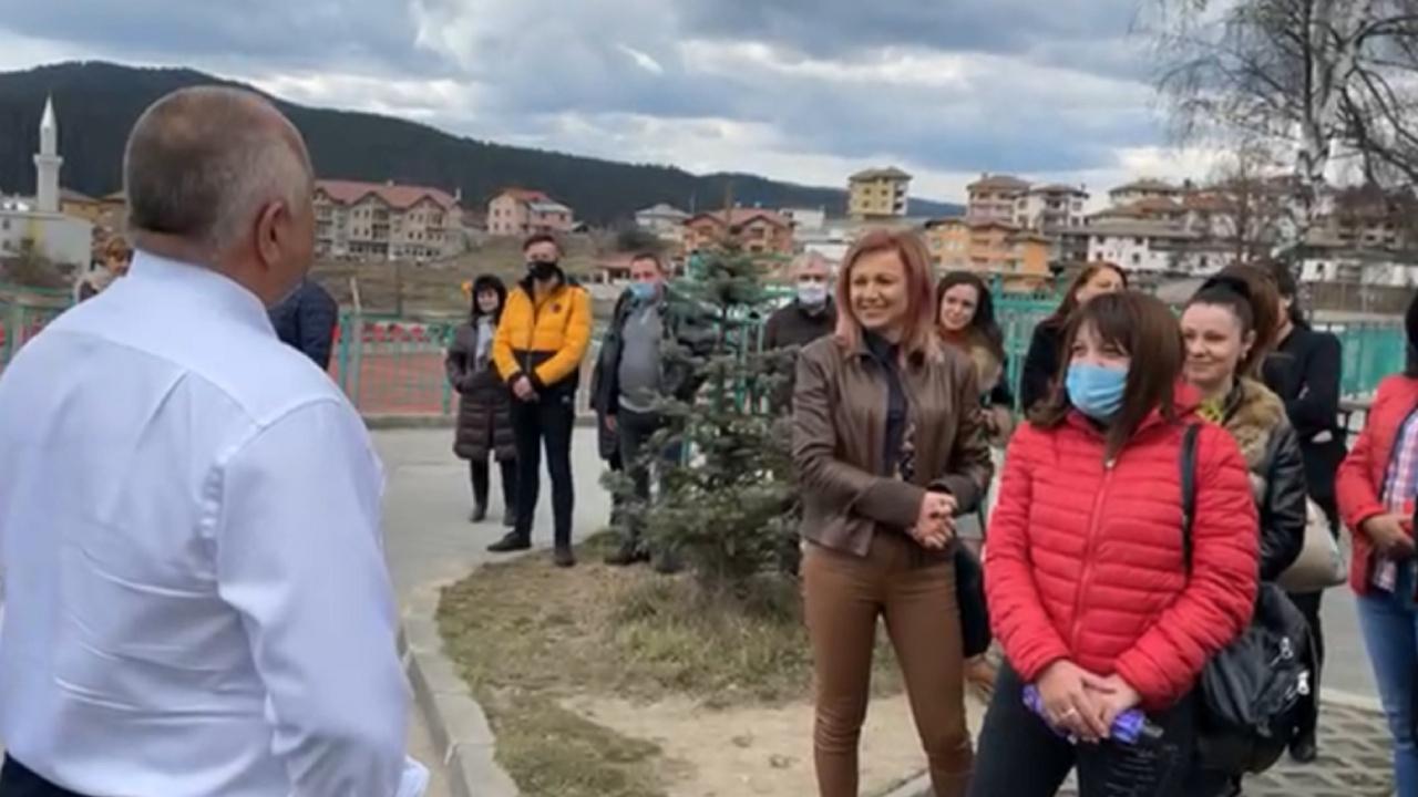 Борисов с маратон от обиколки и срещи, появи се на живо във фейсбук още в 7 ч.