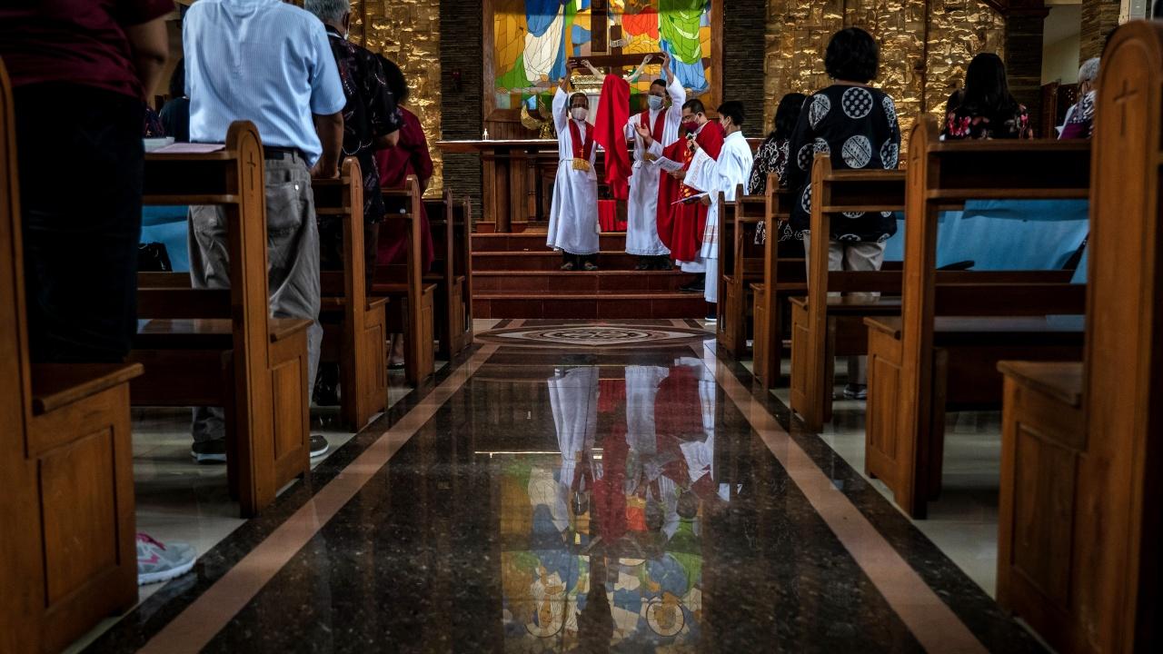 Католици и протестанти отбелязват Велики петък на фона на пандемията