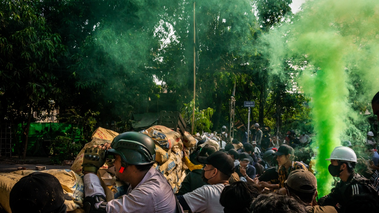 Протестиращите в Мианма почитат с цветна стачка убитите 543 участници в протестите