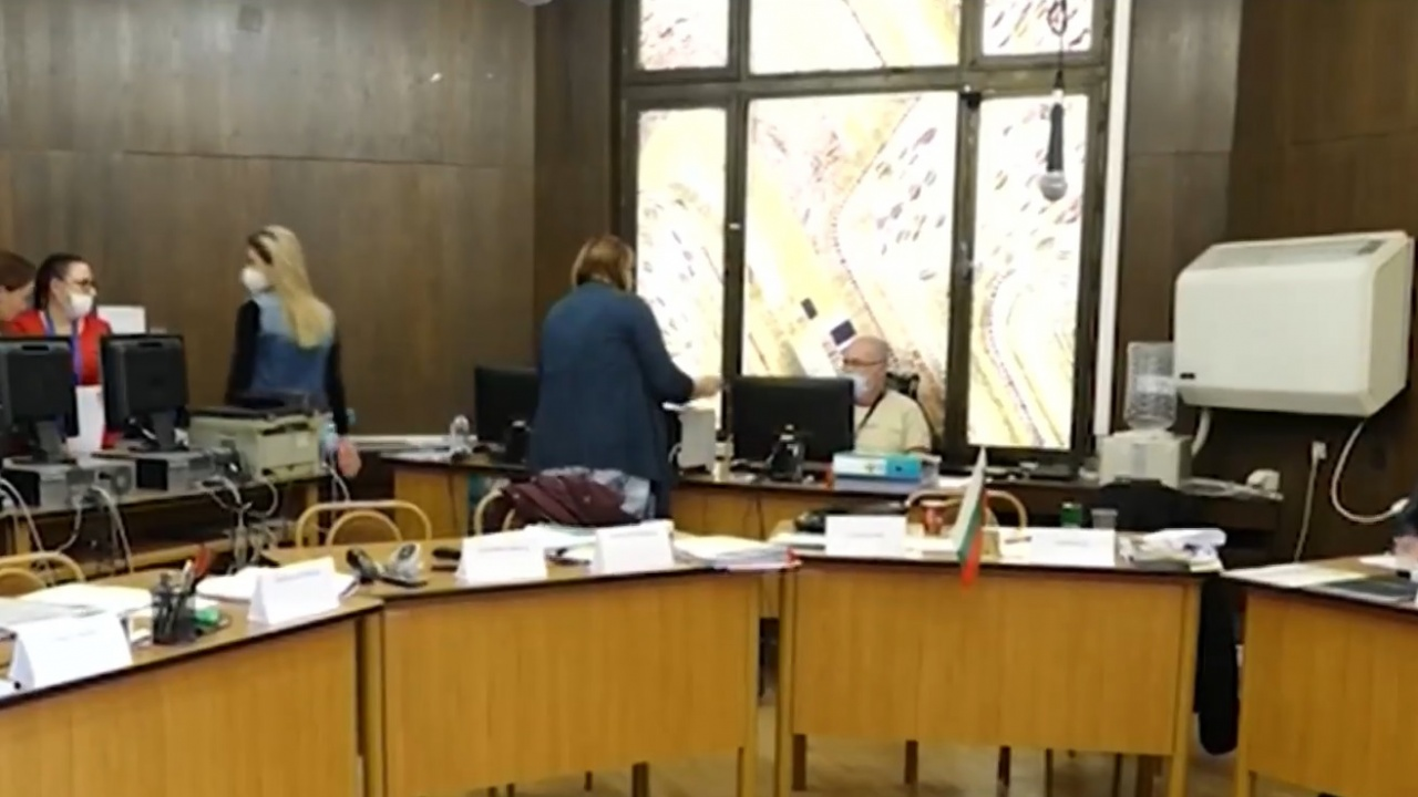 В Русе членове искат допълнително заплащане за COVID секциите