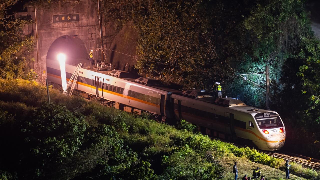 50 вече са жертвите на катастрофата в Тайван