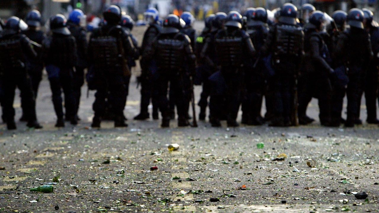 Полиция използва гумени куршуми и сълзотворен газ срещу протестиращи в Швейцария
