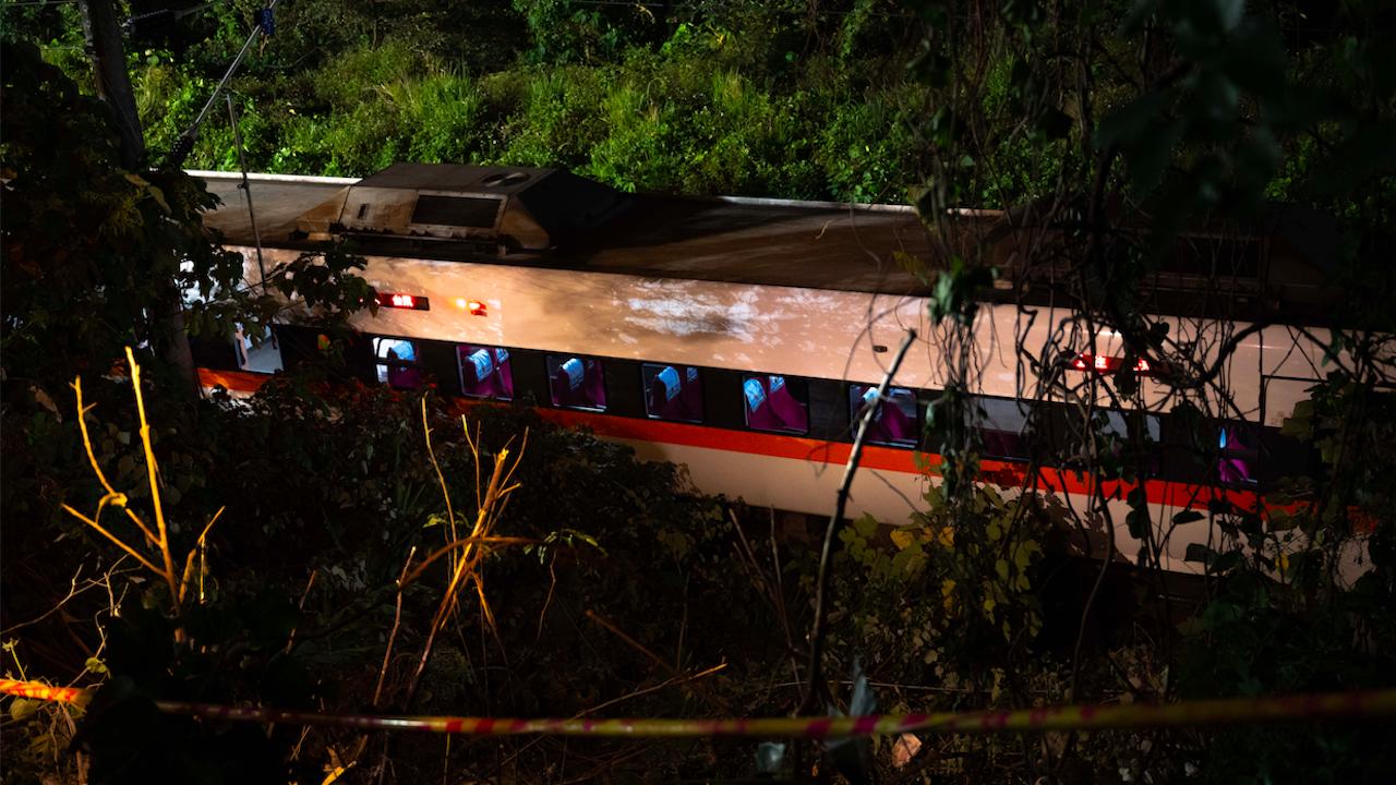 Тридневен траур в Тайван след влаковата катастрофа