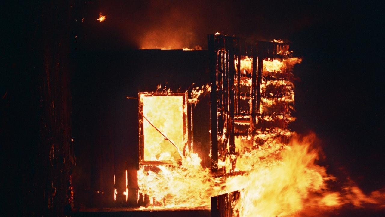 Заведение изгоря тази нощ в центъра на Стара Загора