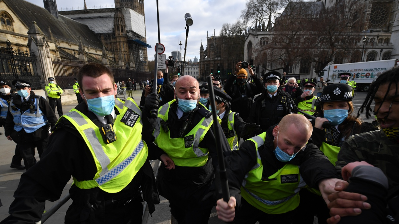 Мощни протести в Англия и Уелс срещу даването на повече права на полицията